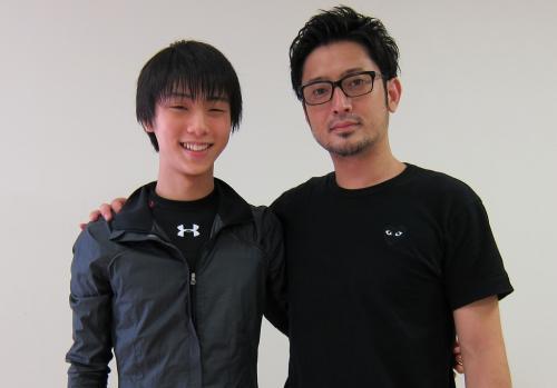 振り付けの宮本賢二氏(左)と=2012年、筆者撮影