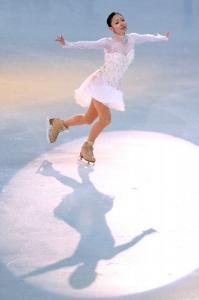 エキシビションで演技する安藤美姫
