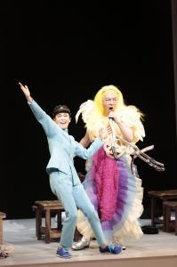 『MIWA』の舞台から。宮沢りえ(左)と古田新太=撮影・篠山紀信