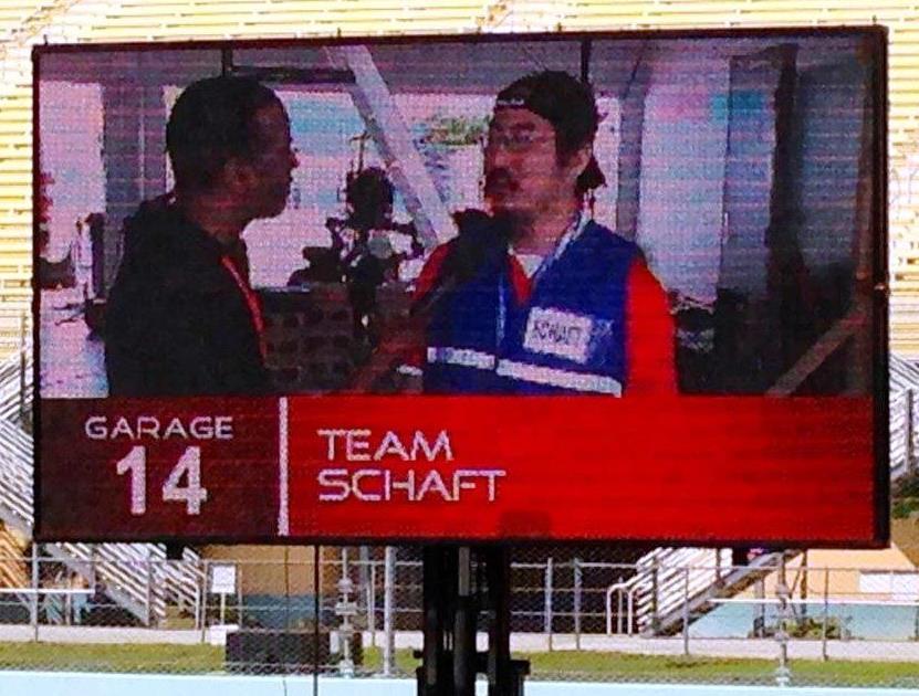 写真・図版 : 優勝インタビューされるSCHAFTの中西雄飛CEO