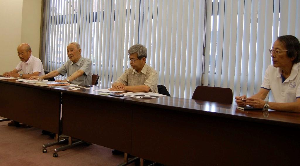 「あっせん申請」提出について会見をする地権者ら=2014年6月24日、神奈川県政記者クラブ