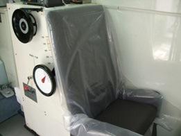 測定車に搭載されていたAメディカル社製の椅子型ホールボディカウンター。椅子の背中に放射線をキャッチし測定するシンチレーションカウンターが入っている