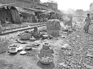 写真2 バングラデシュのスラムでの調理の風景
