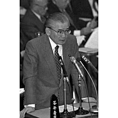 リクルート事件をめぐり、参院予算委で質問に答える竹下登首相=1989年3月