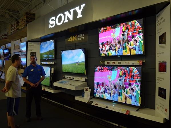 ソニーが米家電大手ベストバイの店に設けたコーナー。4Kテレビを中心に販売の立て直しを図る=2014年6月、ロサンゼルス郊外