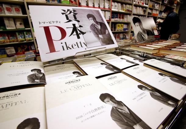 ピケティ氏の経済書「21世紀の資本」=東京都中央区の八重洲ブックセンタ