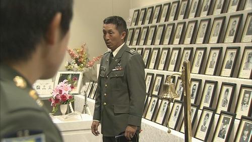 殉職者遺影前での幹部候補生教育=NHKスペシャル「60年目の自衛隊 現場... 殉職者遺影前での