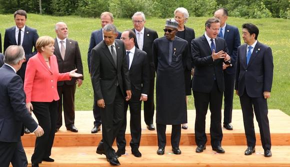 G7サミットで記念写真を撮り終えた首脳ら=6月8日、ドイツ、代表撮影