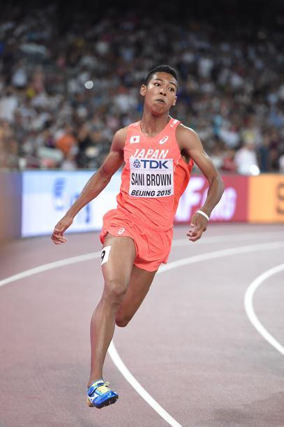 世界陸上男子200メートルで準決勝進出を決めたサニブラウン=2015年8月25日、北京の国家体育場