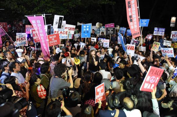 安保法案の廃案を求める国会前デモ