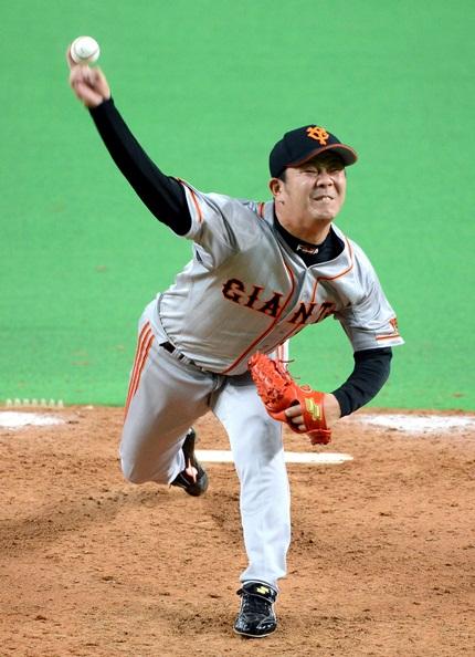 日本ハムとの日本シリーズ第4戦でリリーフとして登板した巨人・福田投手=2012年10月31日