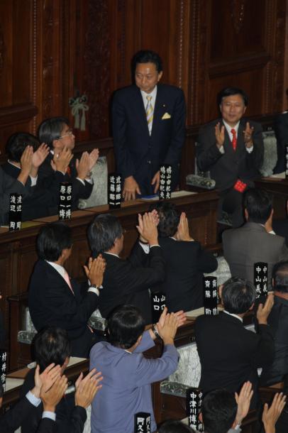 衆院本会議で首相に指名された民主党の鳩山由起夫代表=2009年9月16日、衆院本会議場