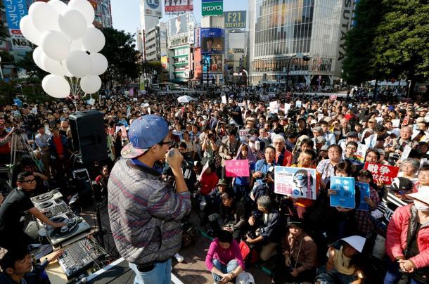 SEALDsなどが主催した抗議行動=2015年10月18日、東京都渋谷区