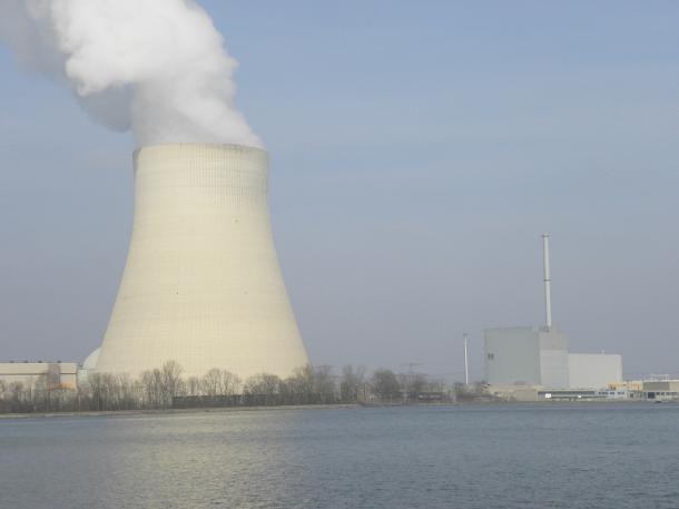 ドイツでは、核廃棄物の貯蔵処分費用をめぐる議論が激しく行われている(写真はミュンヘン郊外のイザー原発、筆者撮影)