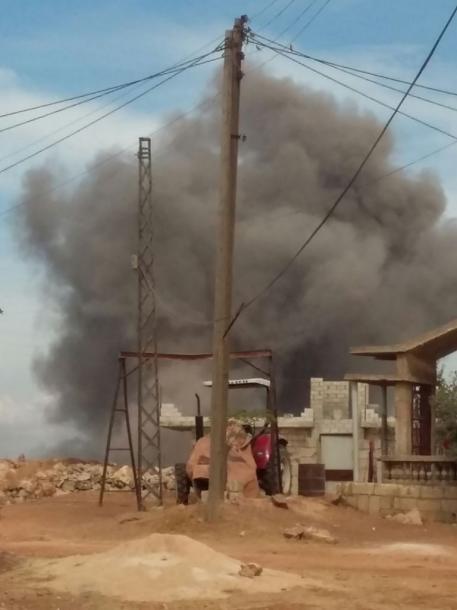 空爆されたシリア北部イドリブ県カンソフラ=2015年10月6日、住民のモハマド・サヤディさん提供