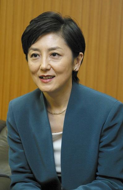 NHK「クローズアップ現代」の国谷裕子キャスター=2004年6月、東京・渋谷