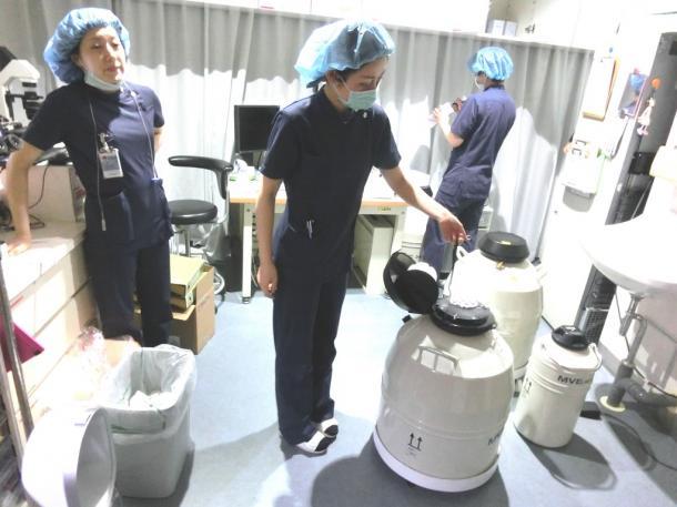凍結保存された卵子が入ったタンク。新たな受け付けは中止している=東京都渋谷区の「はらメディカルクリニック」