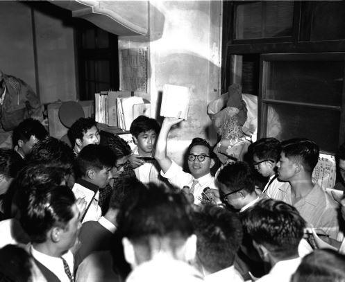 小松川事件で18歳の定時制高校1年の少年が強盗殺人容疑で逮捕された=1958年9月1日、東京都江戸川区の小松川署