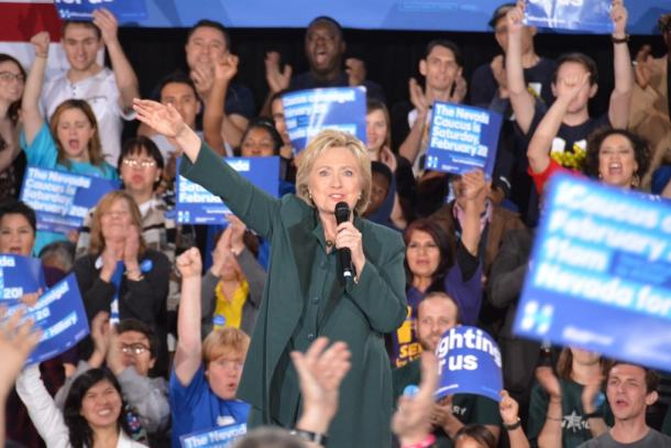 ネバダ州ラスベガスで開かれた支持者の集会で演説するヒラリー・クリントン氏