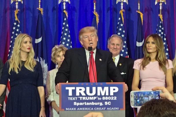 サウスカロライナ州予備選の結果を受け勝利演説するドナルド・トランプ氏=ランハム裕子撮影