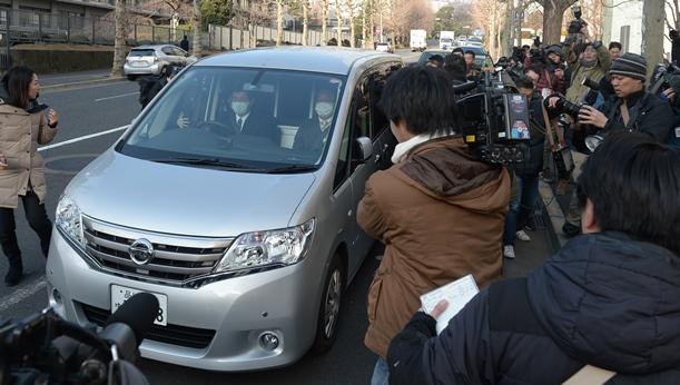 警視庁から東京地検に向かう清原和博容疑者を乗せた車=2016年2月4日、東京都千代田区
