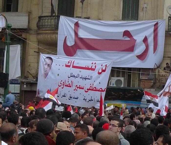 [34]エジプト革命の歴史的な一日を追う