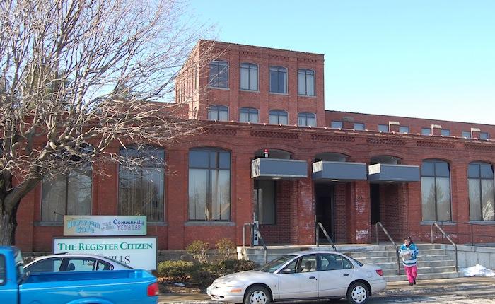 典型的な米地方新聞社の社屋=筆者撮影