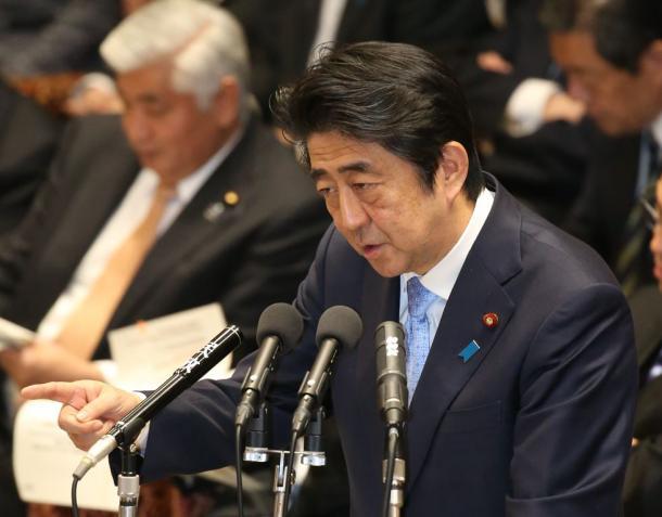 衆院予算委で改憲に関する質問に答える安倍晋三首相