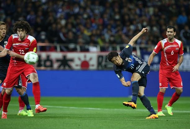 シリア戦の後半、香川はチーム2点目となるゴールを決める=2016年3月29日、埼玉スタジアム