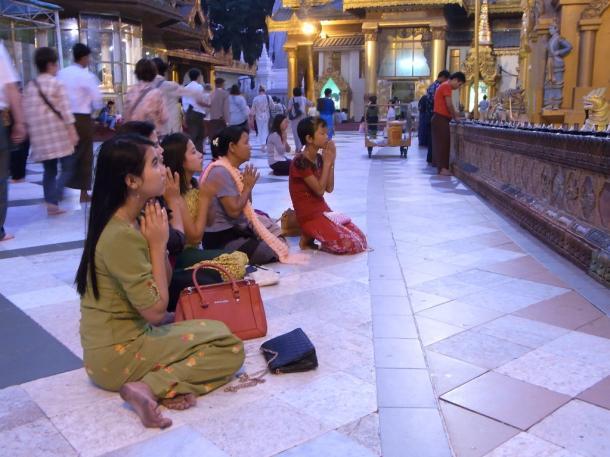 [1]ヤンゴンの街も市民も驚くほど平静な理由