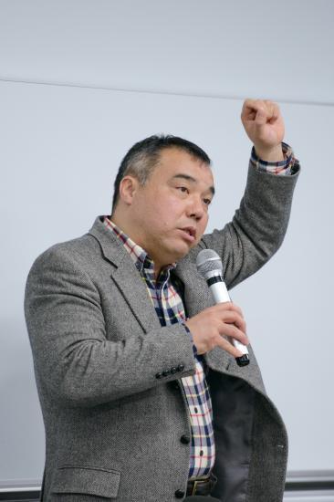講演する中野晃一教授