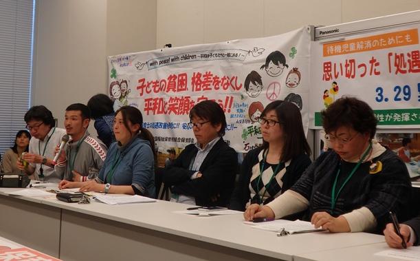 保育士の待遇改善を求める緊急集会には現役保育士や保護者ら約150人が集まった=2016年3月29日、東京・永田町の衆院議員会館