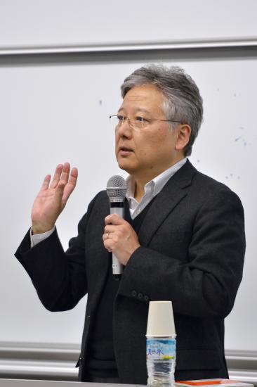 講演する杉田敦教授