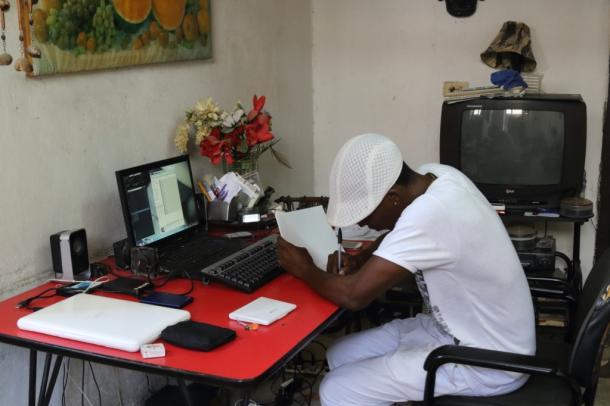 [12]キューバのWiFi事情と「パソコン男」