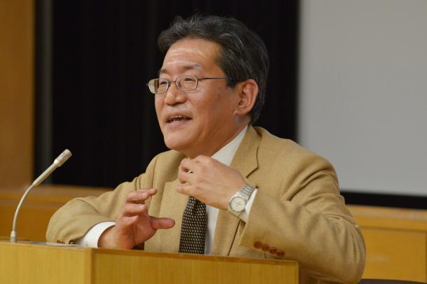 講演する阪口正二郎教授