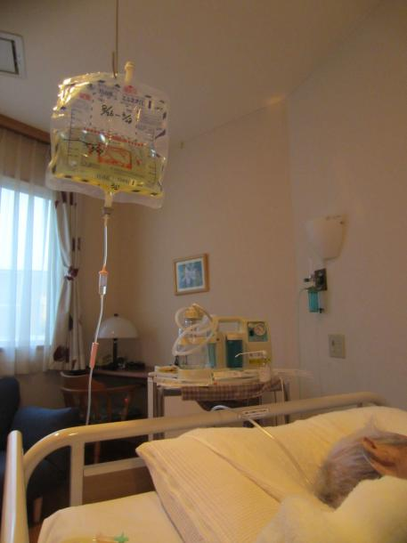 静脈からの高カロリーという方法=8月、診療所の病室