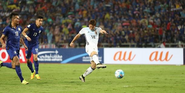 タイ戦後半、2点目のゴールを決める浅野=2016年9月6日、タイ・バンコク