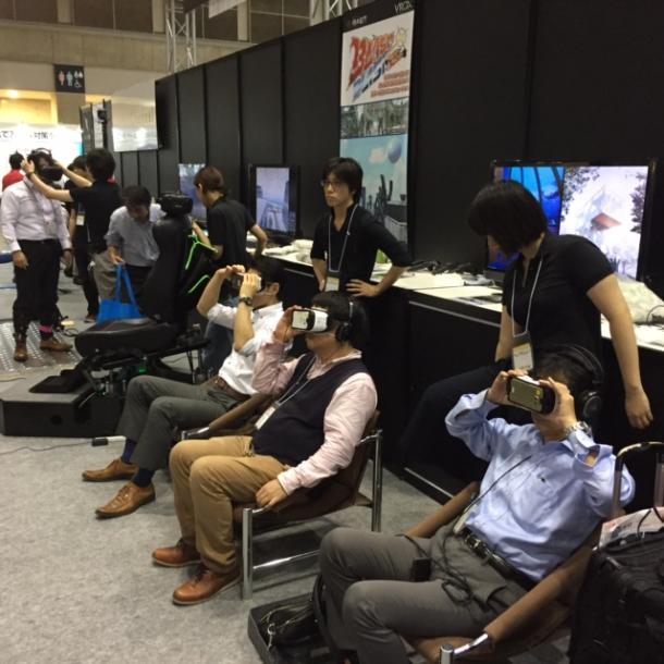 ITイベント会場ではVR体験コーナーが大人気=東京ビッグサイトで