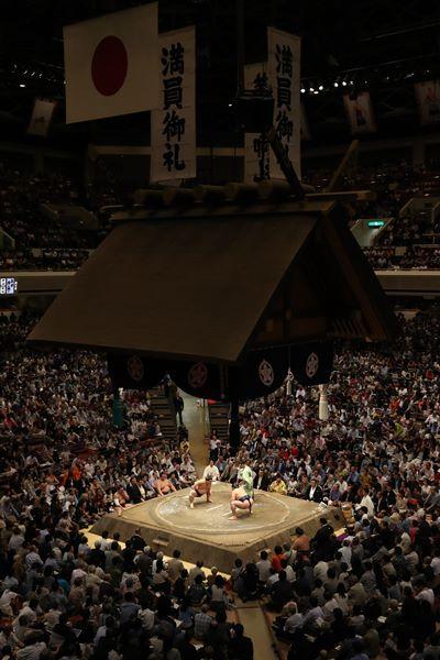 大相撲での手拍子やコールは是か非か