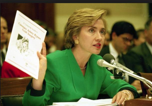 健康保険制度改革について議会で証言するヒラリー・クリントン=Clinton Presidential Libraryより