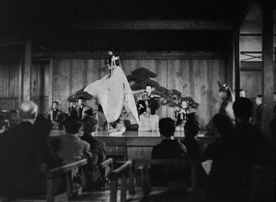 『杜若』の「序の舞」を舞うシテと囃子方