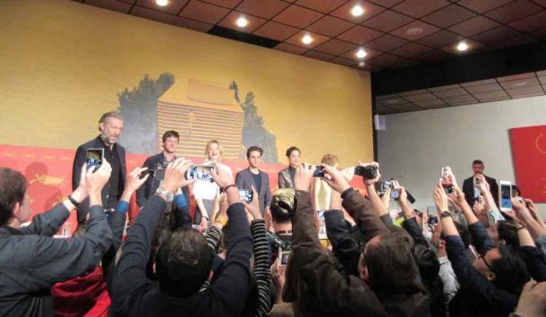 出演者が豪華過ぎてジャーナリストも撮影に必死! グザヴィエ・ドラン監督『たかが世界の終わり』の会見=撮影・筆者