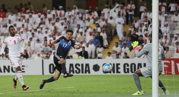 UAE戦後半、今野はチーム2点目となるゴールを決める=2017年3月23日、UAE・アルアイン