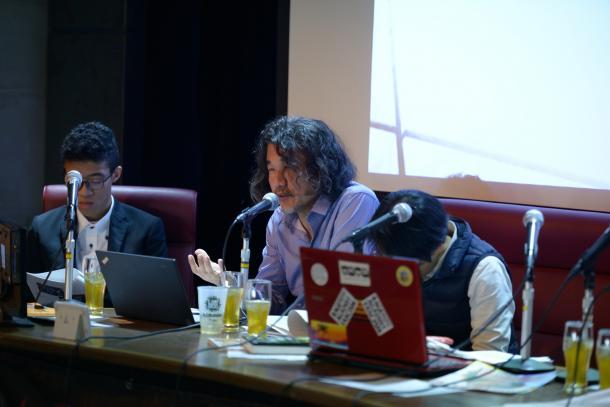 山崎憲さん(左から2人目)
