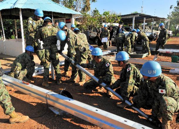南スーダンの首都ジュバで施設建設を支援する陸上自衛隊のPKO派遣部隊=2016年11月