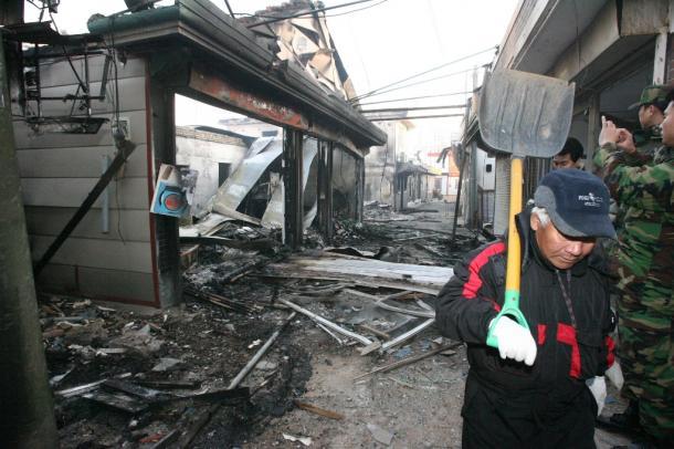 北朝鮮の砲撃を受け、破壊された大延坪島の家屋など=東亜日報提供 201011