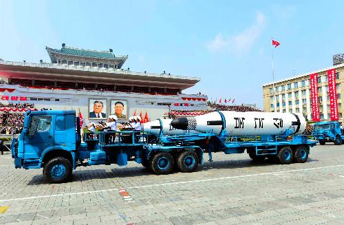 平壌での金日成主席の誕生105周年慶祝軍事パレードに登場した弾道ミサイル「北極星」=朝鮮通信