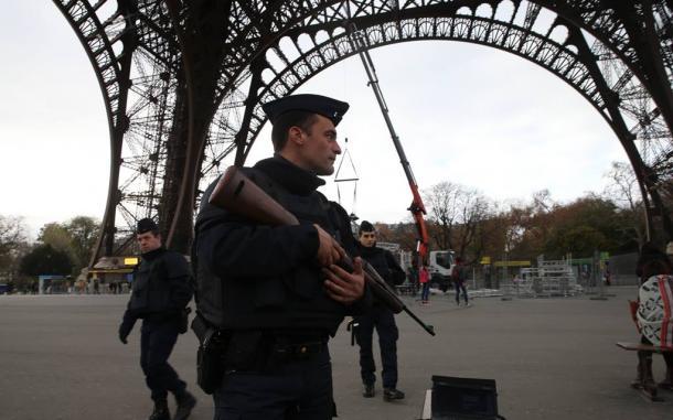 『服従』では、フランス国内の不穏な政情がリアルに描かれる