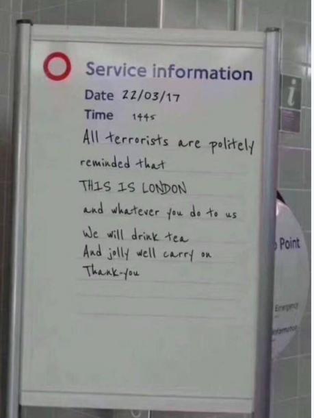 ロンドンはテロに負けないと書かれたホワイトボードは、偽情報を伝えていた(セッション資料より)