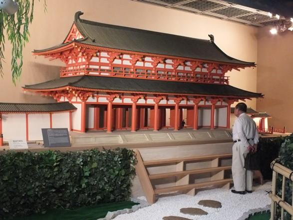 平安京の羅城門の模型=2016年7月4日、京都市下京区